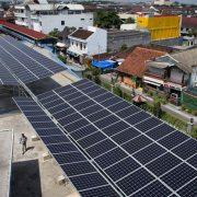 Tulis Surat Terbuka Ke Jokowi, Para Pengamat Energi Minta Aturan Soal PLTS Atap di Kaji Ulang